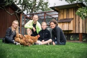 Familien Pedersen og Høns - BP8Q9587 by Kim Vadskær
